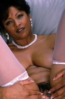 Mature black pussy and a white lacy underwear, now that's a killer ...